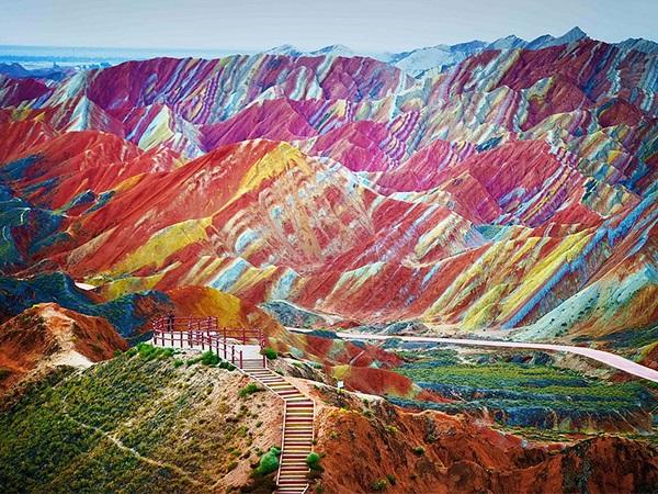 Радужный ландшафт Дэнксия в Китае
