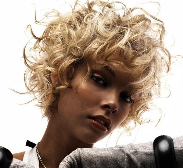 Стрижка боб для вьющихся волос фото