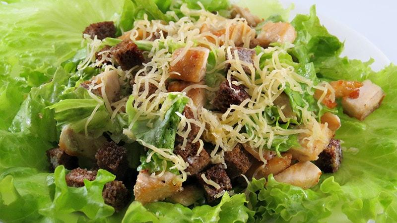 Шаг 8 - сервировка салата