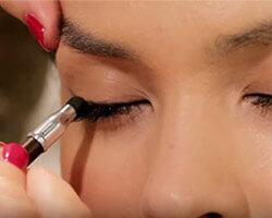 Как подводить глаза карандашом шаг 2