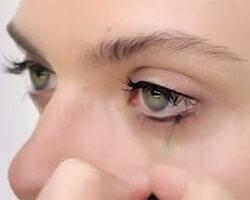 Как красить глаза тушью шаг 1