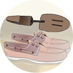 Растяжка лаковой обуви колодкой