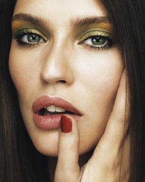 Макияж для зеленых глаз брюнеток