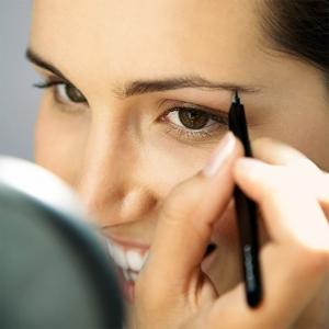 Как правильно красить брови