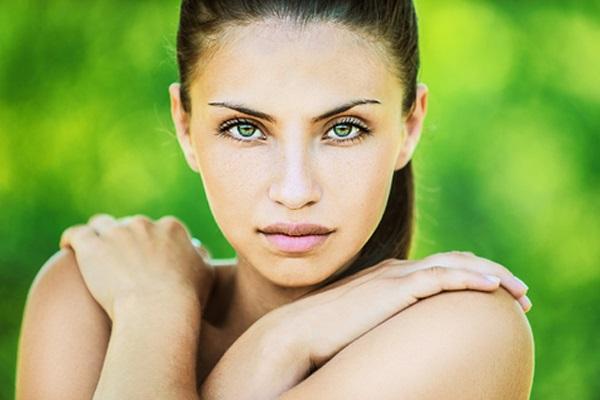 Дневной макияж для зеленых глаз брюнеток