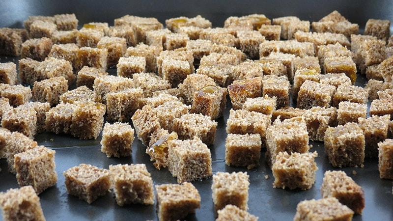 Шаг 2 - приготовление сухариков