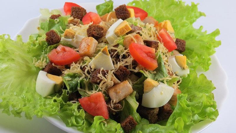 Шаг 9 - сервировка салата