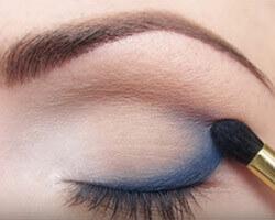 Как правильно красить глаза тенями шаг 3