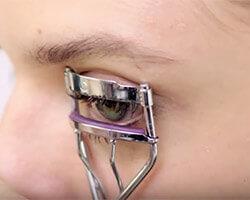 Как красить глаза тушью шаг 2