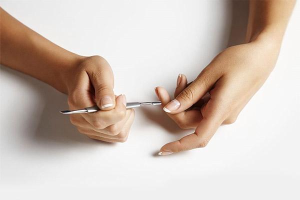 Чем ремувер лучше классического обрезного маникюра