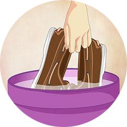 Растяжка резиновой обуви кипятком