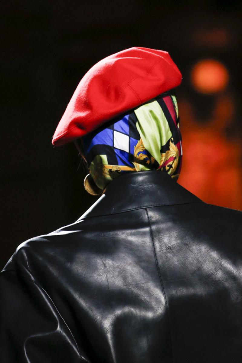 Модные платки Versace
