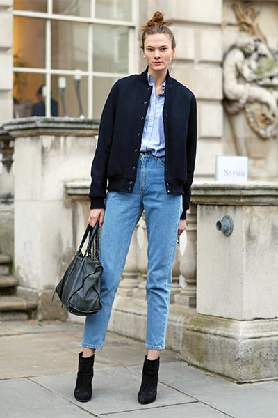 Бомбер и джинсы с высокой талией