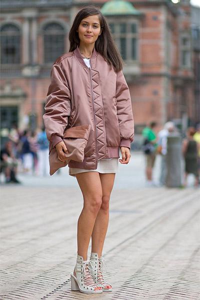 Бомбер и мини юбка