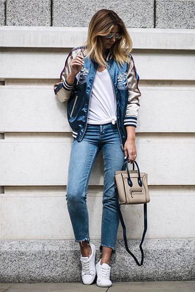 Бомбер и укороченные джинсы