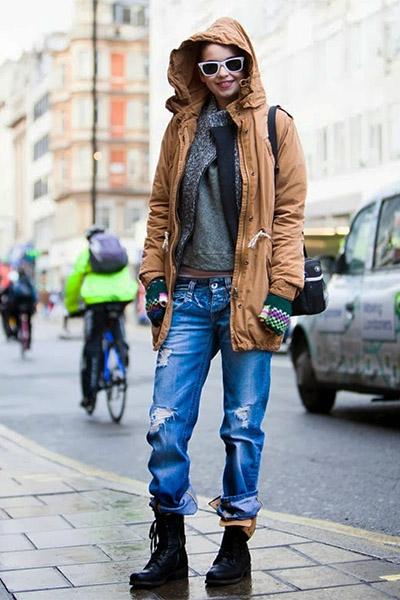 Парка с рваными джинсами