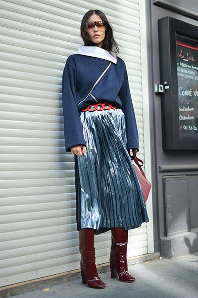 Плиссированная юбка с сапогами