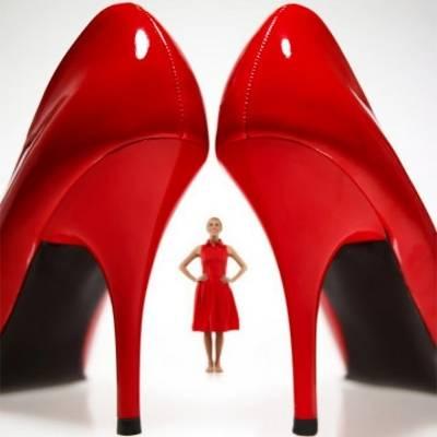 Как научиться ходить на каблуках: 5 золотых правил