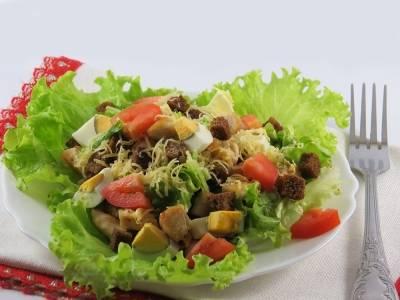 Салат Цезарь с курицей в домашних условиях: рецепт приготовления с фото