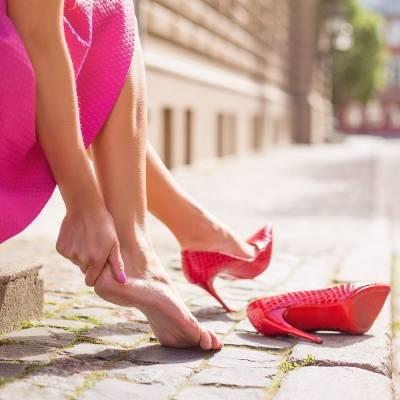 Как растянуть обувь в домашних условиях: от кожи до ПВХ