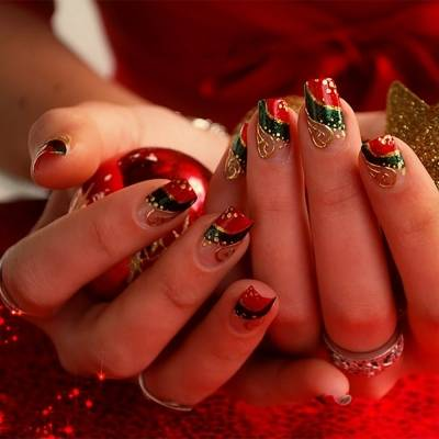 Дизайн ногтей красного цвета зима