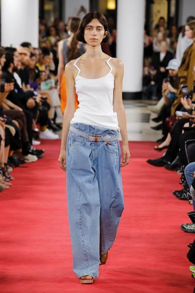 b75fa3503ed Модные джинсы весна-лето 2019  фото