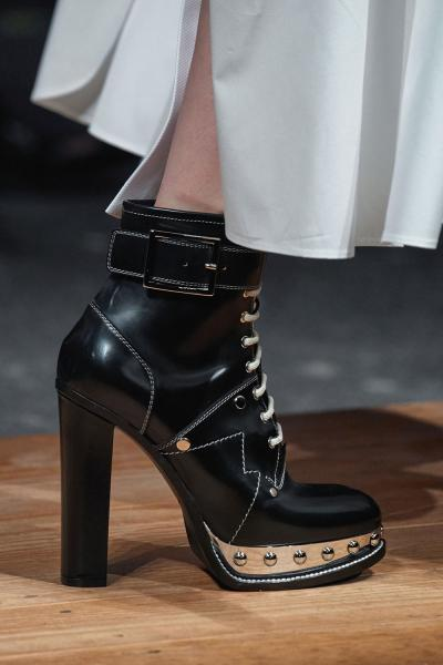 f703dd979 Модная обувь осень-зима 2019-2020: спорт-шик, цветы и милитари