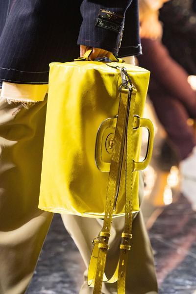 26298eea45ef Модные сумки осень-зима 2019-2020: сложная геометрия и обилие декора