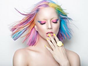 Все оттенки радуги – новый тренд в окрашивании волос