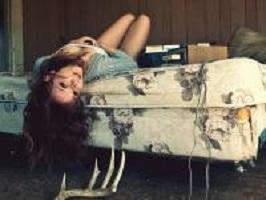 Красивые позы для фотосессии дома: лучшие идеи для девушек