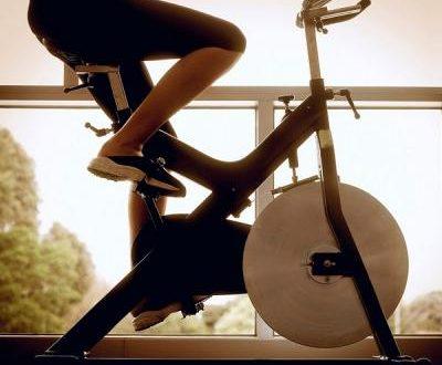 Что лучше велотренажер или беговая дорожка для занятий дома