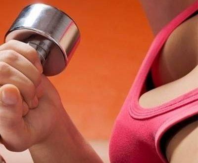 Как накачать грудные мышцы девушке в домашних условиях