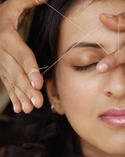 Как выщипать брови ниткой: поэтапное руководство
