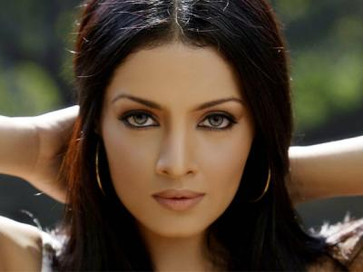 Макияж для серых глаз брюнеток: дневной и вечерний make up