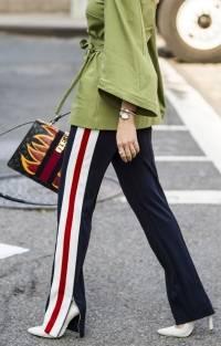 С чем носить брюки с лампасами: тенденции 2019, образы